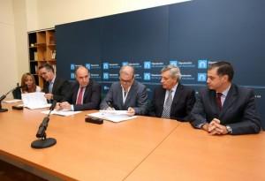 Firma del convenio entre Diputación de Palencia y CD Maristas. Servicio de Prensa de Diputación de Palencia
