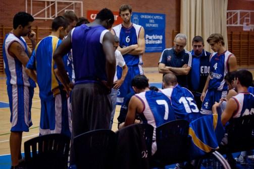 Oviedo Baloncesto en un partido de pretetemporada. Foto OCB