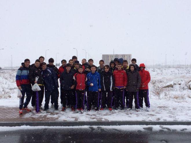 Además de basket, los infantiles y cadetes disfrutaron de la nieve en Avila
