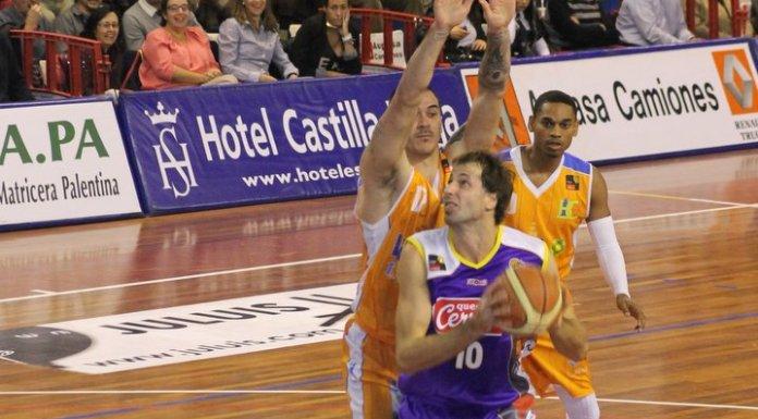 Cain en su etapa en Coruña intenta taponar a Urko