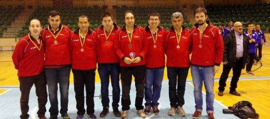 Los jugadores de CD San Cebrián posan con la medalla lograda. Foto Funación San Cebrián