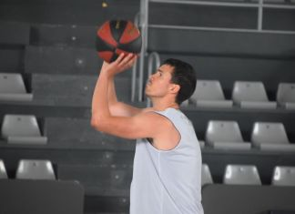 Dani Pérez entrenando en el pabellón. Foto Palencia Baloncesto