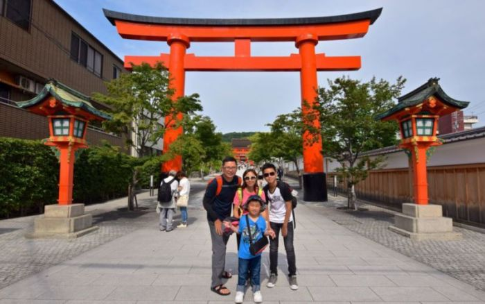 Giant torii gate at the entrance of Fushimi Inari @2015