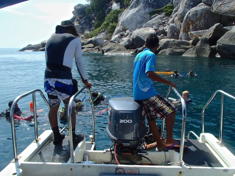 B&J Dive Master observing the dive, Tioman
