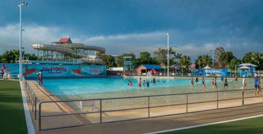 Wet 'n' Wild: Giant Wave Pool