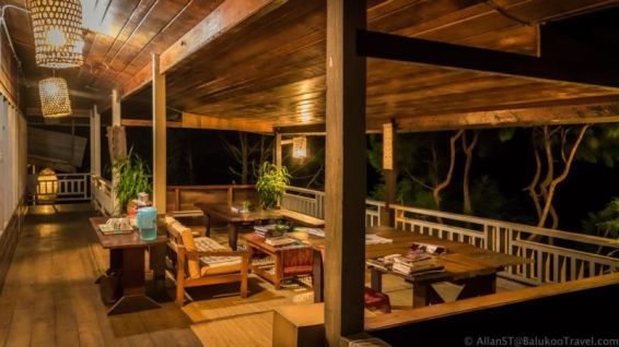 The Ngimat Ayu House: The verandah offers great view of the mountains and Padi fields in the area. Bario (Sarawak, Malaysia)