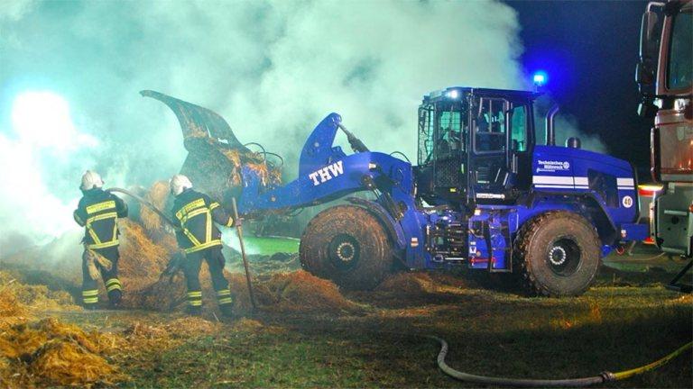Großeinsatz in Iserlohn: 160 Strohballen brannten