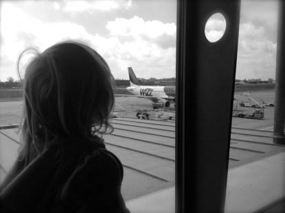 bimba in aeroporto