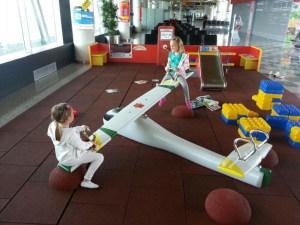 bimbe-in-vacanza-aeroporto_med_hr