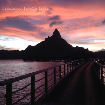 il-tramonto-sul-vulcano-in_med-polinesia