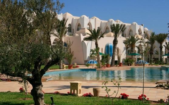 piscina-in-tunisia-con-i_med_hr