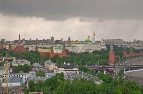 Москва с высоты птичьего полета. Дождь