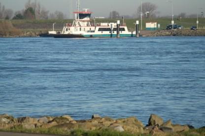 traghetto-ferry-su-fiume_med_hr