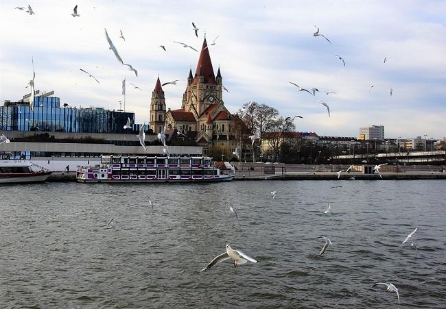 Gita sul Danubio per vedere la città di Vienna