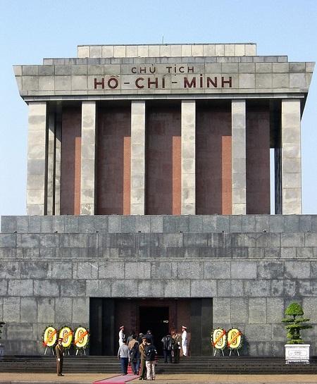 Viaggiare in Vietnam, il Mausoleo di Hanoi
