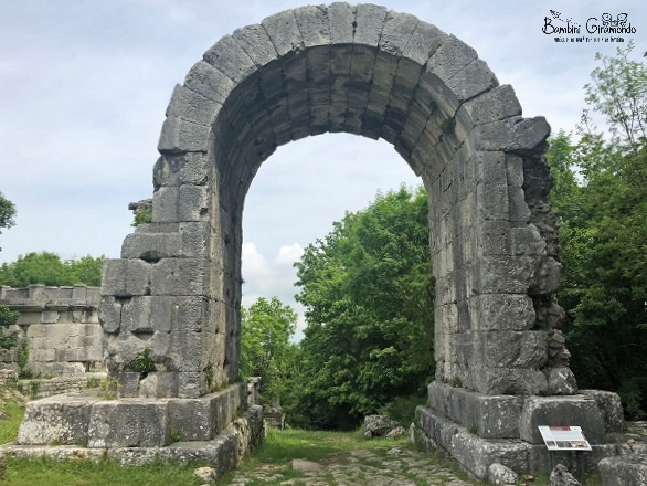 Carsulae, l'arco di San Damiano