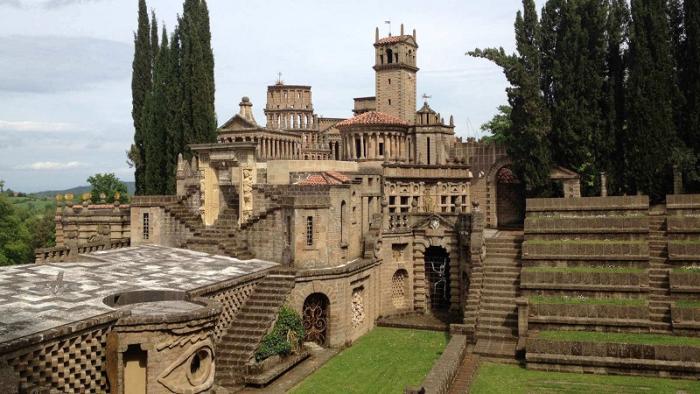 La scarzuola, l'opera di Tomaso Buzzi. Labirinti, torrette e sculture