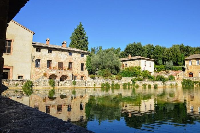 La grande piazza di acqua termale di Bagno Vignoni