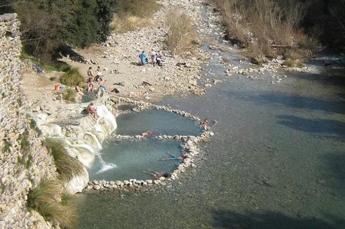 Le terme libere di Petriolo con acqua sulfurea