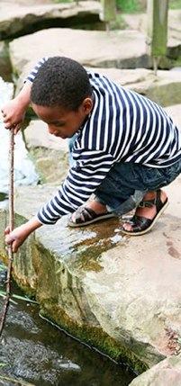 sun-san sandals boy fishing