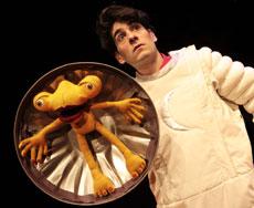 Frank Wurzinger as Bob fails to notice an alien hiding inside his bin