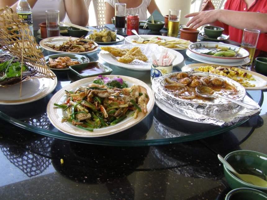 Chinesisch Essen am runden Tisch