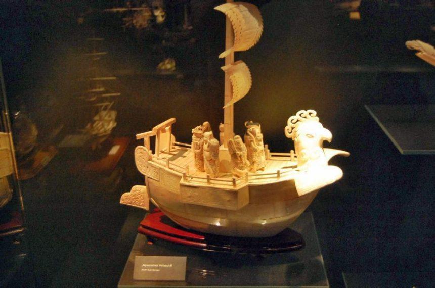 Maritimes Museum Dschunke aus Elfenbein