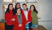 Ich und einige Freunde am Beijing Language Institute. Dicke Kleidung und die Reste der Paketklebestreifen. 1993