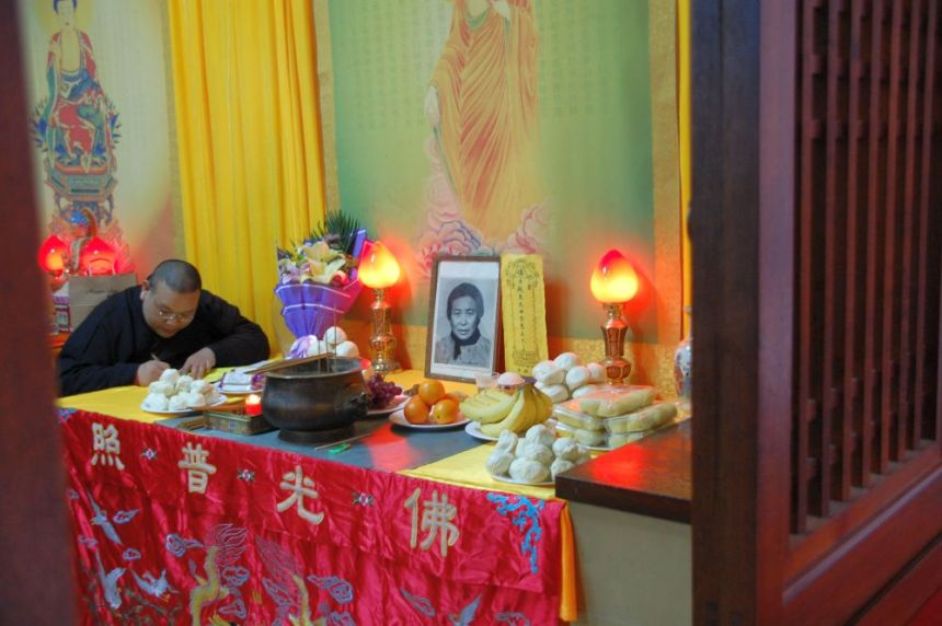 Totenzeremonie im Jingan Tempel Shanghai