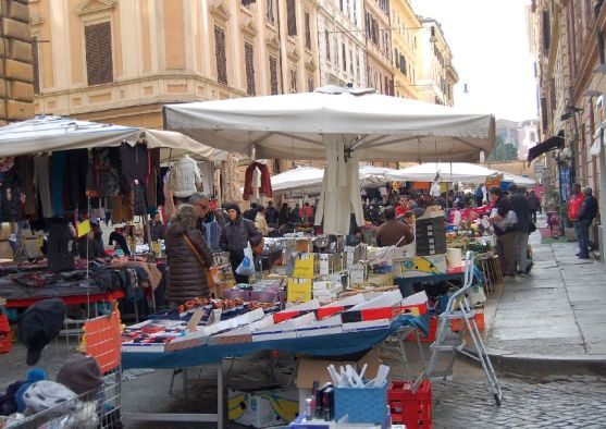 Markt in der Via Montebello