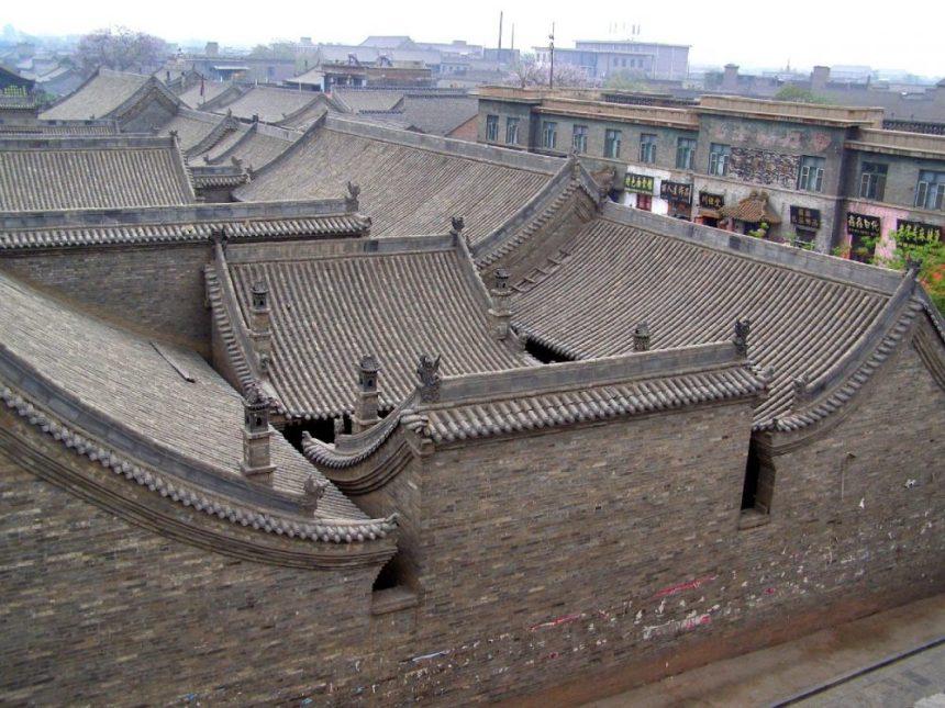 Blick von der Stadtmauer in einen Hof
