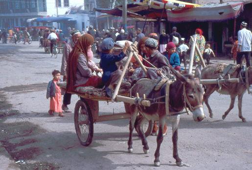 Eselskarren auf dem Weg zum Sonntagsmarkt in Kashgar 1992