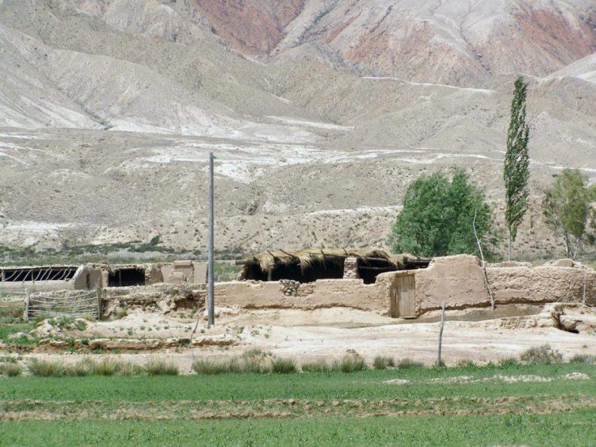 Dorf am Rand der Taklamakan-Wüste