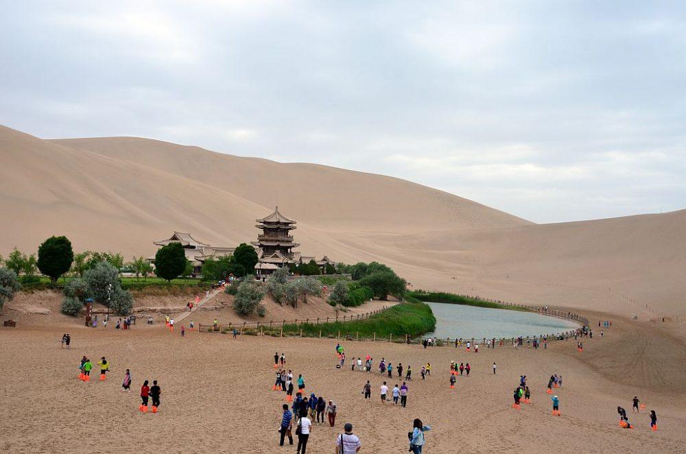 Dünen der Taklamakan Wüste bei Dunhuang