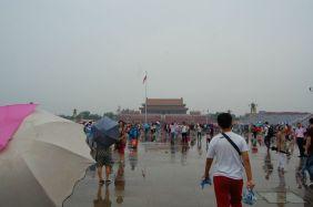 Das Tor des Himmlischen Friedens im Regen