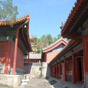 Der Tempel liegt an einem Berghang