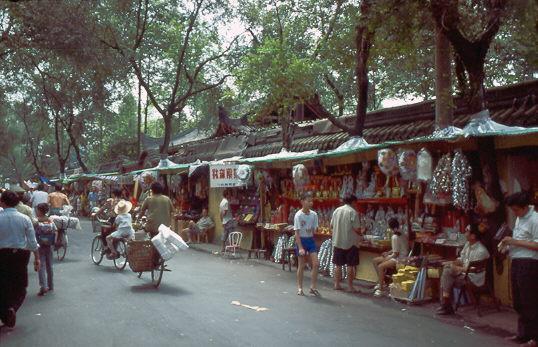 In der Nähe des Wenshu-Tempels 1987
