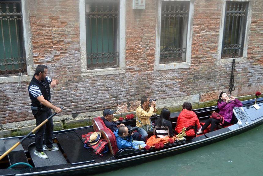 Venedig und dort eine Gondelfahrt steht auf allen Programm der Busreise