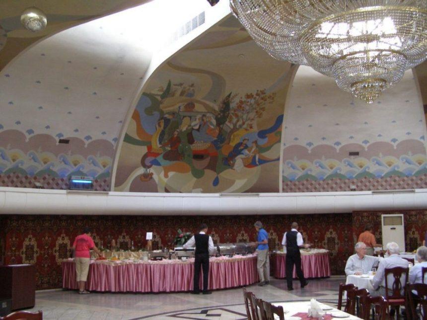 Der Speisesaal im Hotel Otrar ist einer Jurte nachempfunden