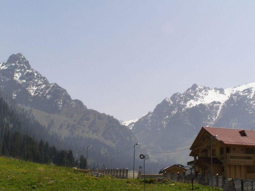 Die Schneeberge bei Medeo