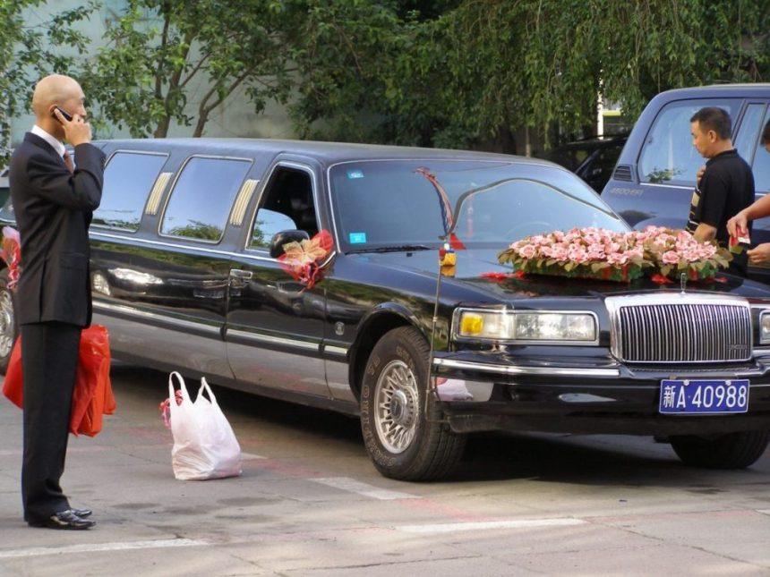 Urumqi - Hochzeitsauto