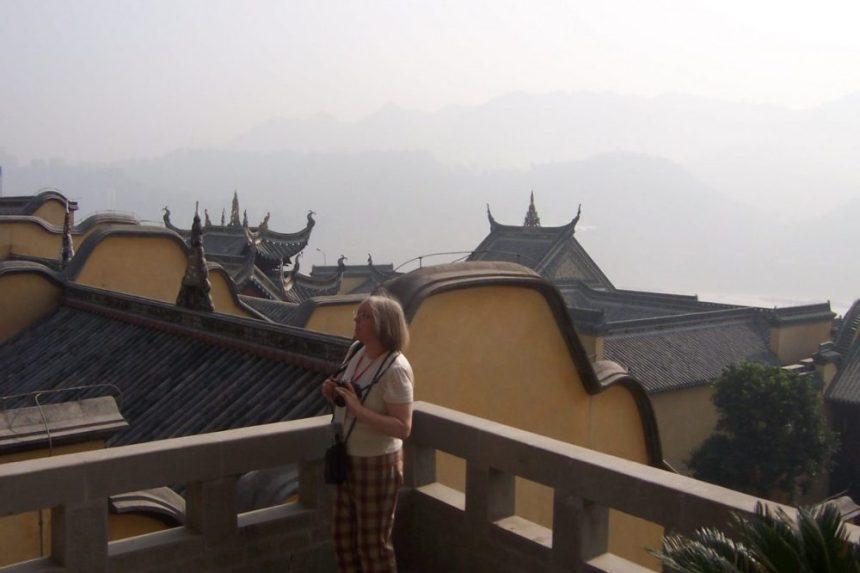 Blick auf den im Dunst liegenden Yangtze