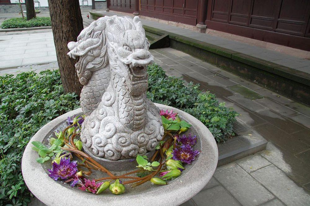 Daci Tempel Chengdu Drachenbrunnen