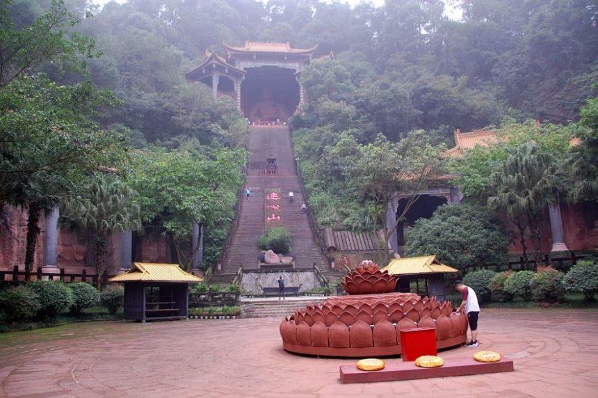 leshan-buddha-park-treppe