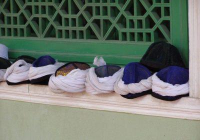 Kopfbedeckungen in der Id Kah Moschee