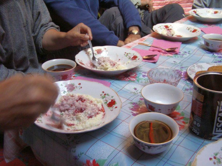 Frühstück 8in Sary Tash