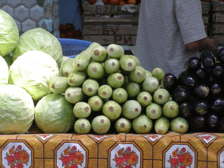 Samarkand Bazar Auberginen und Kohl