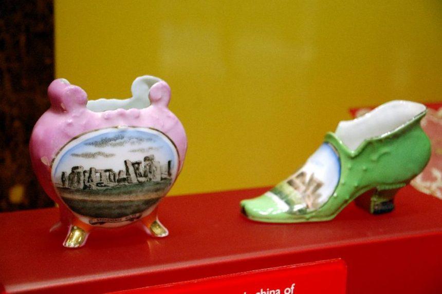 Porzellan-Schuhe als Souvenir