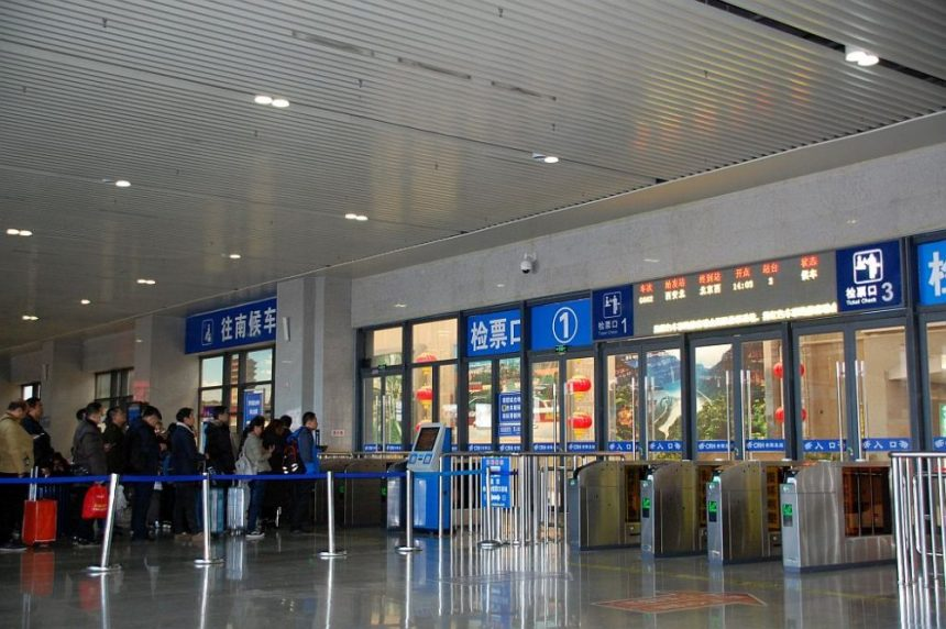 Anyang - Bahnhof - Wartehalle