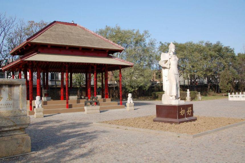 Grabmal und Statue der Fuhao